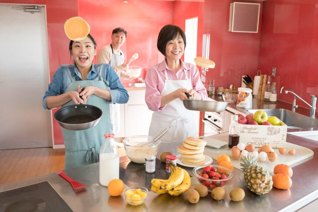 Masayo Waki cooking with her daughter